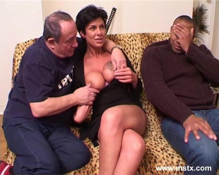 Papy se tape la jeune et jolie femme de menage avec 2 potes - 3 part 8