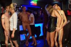 3 nanas gang-banguées dans le club privée de Gaëlle !!! (Jacquie et Michel)*