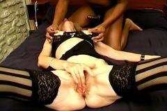 Agnès, une femme respectable de Montpellier, s'offre un black dans une chambre d'hôtel ! (Jacquie et Michel)