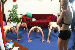 Une prof de gym venue de Belgique pour nous donner une petite leçon… (Jacquie et Michel) *