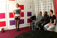 Florence, femme médecin, donne un cours de baise à la chaîne à 3 (heureux) fans ;-) !!! (Jacquie et Michel)