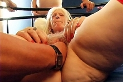Sophia, mamie nympho, se fait démolir l'anus à la chaîne!