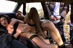 mini jupe en voiture mature salope lesbienne
