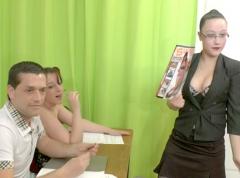 Elèves dissipés pendant les cours de maitresse Candice