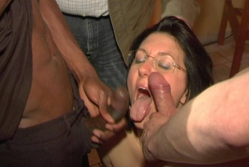 femme a quatre pattes sa femme baise