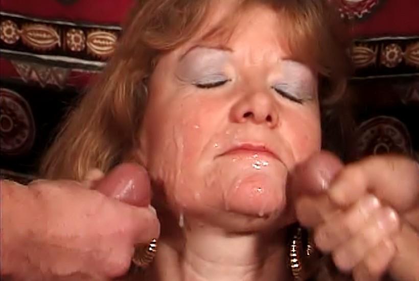 Une cougar se fait baiser pendant que son mari regarde la tv - 3 part 10