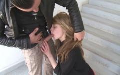 Céline, à peine 18 ans, profite d'un week-end pour se faire dépuceler du cul en direct ! (Jacquie et Michel)