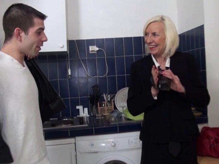 Bonne salope baisee dans la cuisine - 2 part 4