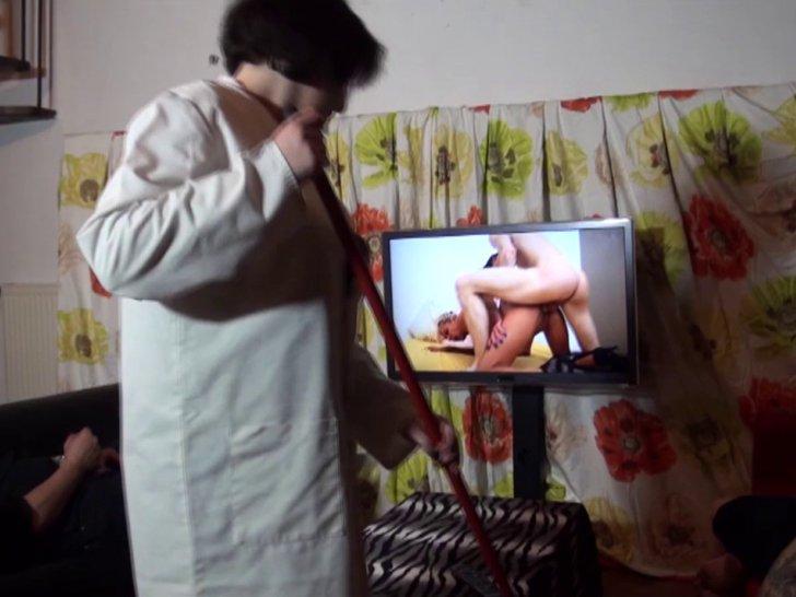 Menagere enculee dans sa cuisine - 5 3