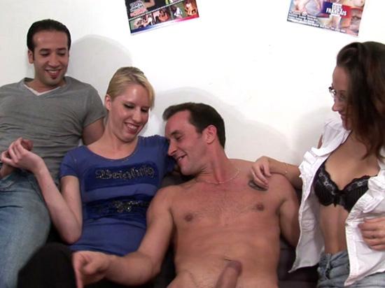 Casting cindy prise en double penetration et fini en orgie - 3 part 7