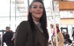 Mélissa, choppée sur un stand au salon du tatouage à Paris ! (Jacquie et Michel)