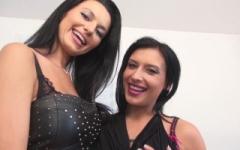 Elvira Et Amélie, Deux Bombes Très Salopes En Trio