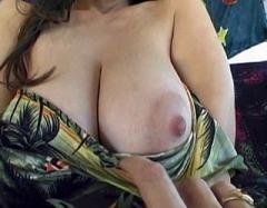 Goulue belle-maman s'offre l'orgasme de sa vie