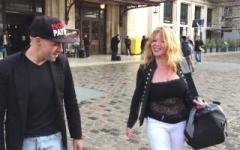 Blonde cougar de 41 ans vient pour se faire maltraiter ses gros nichons naturels ! (Jacquie et Michel)