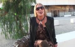 Tina, blonde quarantenaire à gros seins, une cougar initiée à la double-pénétration par des jeunes ! (Jacquie et Michel)