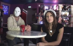 Chloé, 36ans, secrétaire médicale, cougar offerte à des jeunes en club ! (Jacquie et Michel)