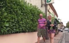 Chloé, 25ans, fleuriste dans un petit patelin entre Agen et Montauban … adore se faire enculer ! (Jacquie et Michel)