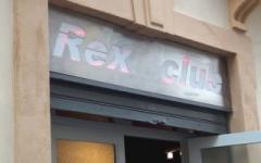 Carla, restauratrice au Grau-du-Roi, sert de vide couilles à plus de 70 clients d'un sexshop ! (Jacquie et Michel)