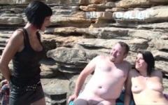 Epouse offerte à enculer sur une plage naturiste au Liouquet ! (Jacquie et Michel)