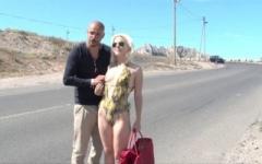 Bonne salope trentenaire de Marseille fait du stop en bord de plage pour se faire sauter ! (Jacquie et Michel)