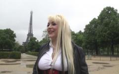 On va faire visiter la Tour Eiffel à Mallaurie puis on l'encule à la maison ! (Jacquie et Michel)