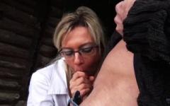 Vanessa de Marseille goûte au libertinage en extérieur!