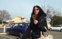 Vidéo-vérité : on suit Monica toute une journée … et on filmera même sa négo pour 1 voiture d'occasion ! (Jacquie et Michel)