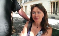 Sylvie, factrice en vélo à Neuilly, a un sens particulier du service public ! (Jacquie et Michel)
