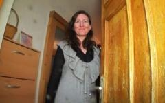 On initie Mathilde, mère au foyer, à la double pénétration (Jacquie et Michel)