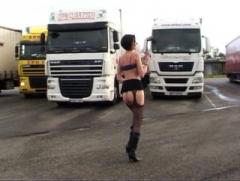 Sophie, mature salope, va regretter d'avoir provoqué des routiers! (Jacquie et Michel)