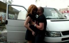 Raquel, magnifique rousse d'1m75 va rendre cocu son mari en direct!