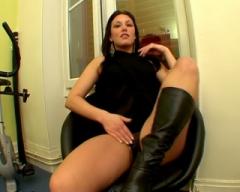 Victoria, bourge de bonne famille, baisée par un rebeu devant son petit-copain !