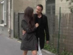 Brunette BCBG parisienne va se faire sauter en club pour la 1ère fois de sa vie
