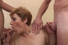 Sophia, 50 ans, une grosse salope qui aime éduquer les petits jeunes ! (Jacquie et Michel)