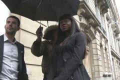 Aia, 25ans, fille d'un diplomate africain, accompagnée de son garde du corps pour narguer son papa ! (Jacquie et Michel)