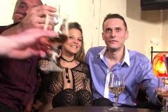 Gina, stripteaseuse à Paris, se fait déboîter devant son copain! (Jacquie et Michel)