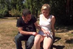 Cindy, 20 ans, de Dunkrque : le dépucelage rectal qui fait aïe ! (Jacquie et Michel)