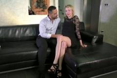 Alexia, chtite blondie de 18 ans, baisée hard par un vieux de la mamie (Jacquie et Michel)