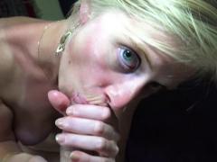 Diana, mignonne blondie au look de scribouillarde, baisée en pov par max!