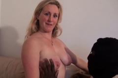 Clara, mère au foyer de la Baule, veut essayer la sodomie avec un black ! (Jacquie et Michel)