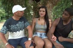 Stéfano nous fait déceler le jardin botanique de Rio … et une jeune épouse locale ! (Jacquie et Michel)