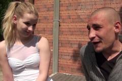 Jeune blondinette de 19 ans avait le fantasme de faire un plan cul sur une aire d'autoroute ! (Jacquie et Michel)