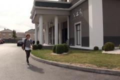 On va chercher Jane, 24 ans, masseuse spécialiste, à la sortie de son boulot ! (Jacquie et Michel)