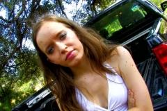 Lena, 25 ans, enculée à l'arrière du pick-up ! (Jacquie et Michel)