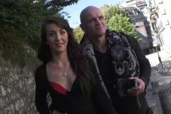 Nora s'exhibe dans les rues de Paris ensuite finit par se faire prendre ! (Jacquie et Michel)
