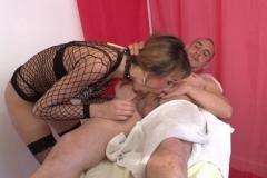 Isabelle, masseuse, ne lésine pas sur les finitions ! (Jacquie et Michel)