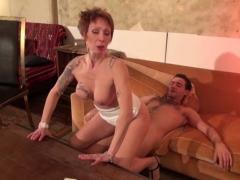 Catalya et phil veulent eux aussi profiter d'une gracieuse baise à la pornstar.