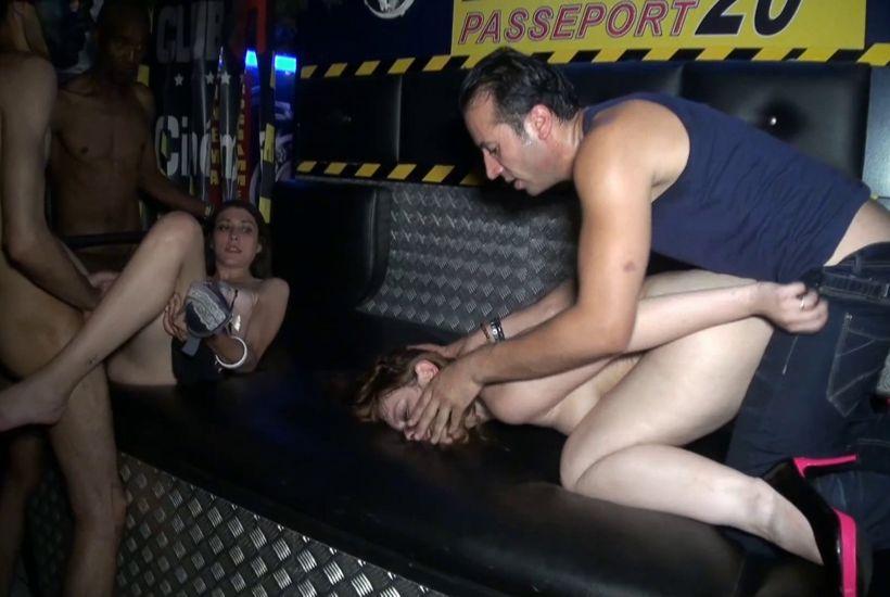 Céline s'offr en gang-bang, accompagnée d'une cliente, aux clients du Club 87 à Nancy ! (Jacquie et Michel)