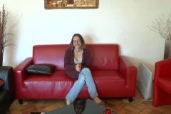 VRAIE PUCELLE ! Lucie, 20 ans, étudiante en BTS sanitaire et social à Melun, déviergée en direct ! (Jacquie et Michel)