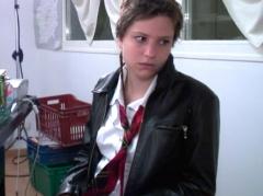 Garce menacée d'être virée de l'école